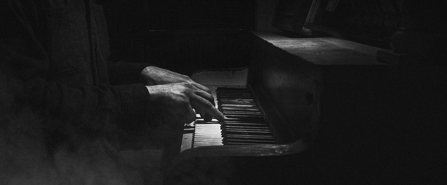 hero_02_piano